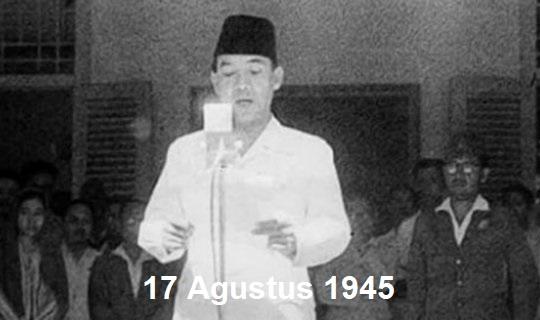 gambar pembacaan teks proklamasi kemerdekaan indonesia